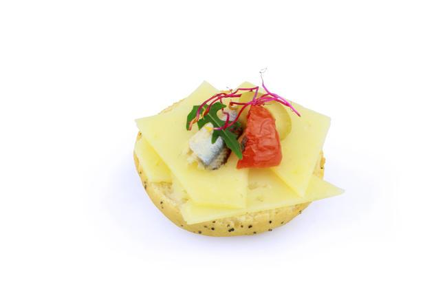 Manchego kaas met reepjes ansjovis