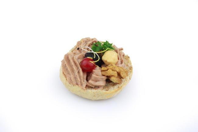 Fijne truffelpaté met nootjes en fruit