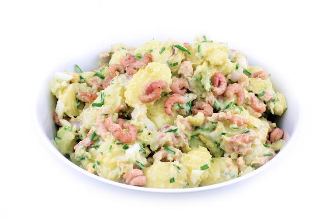 Aardappelsalade met garnaal en avocado