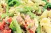 Pastasalade met zalm, spek & spinazie